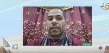 رضا رشاد أحد المسؤولين عن مبادرة توزيع الكمامات