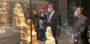 وزير السياحة والآثار خلال زيارته لمتحف «عواصم مصر»