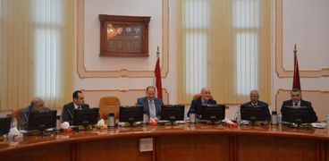 صورة الدكتور أحمد جابر شديد، رئيس جامعة الفيوم، واللواء عصام سعد، محافظ الفيوم، خلال اجتماع مجلس الجامعة رقم 164