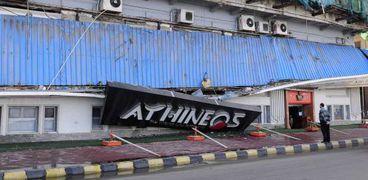 سقوط لافته كافيه في محطة الرمل الإسكندرية بسبب الأمطار