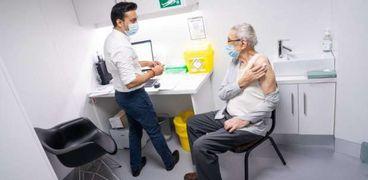 تطعيم المواطنين ضد كورونا