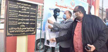 محافظ أسيوط ورئيس شركة المياه يفتتحان العيادة الطبية الشاملة بمركز خدمة العملاء بخزان غرب