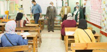 محافظ كفرالشيخ يتفقد لجان الثانوية العامة بـ 4 مدارس