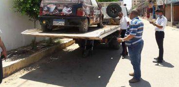 """التحفط على سيارة مخالفة لبيعها"""" مشروبات"""" أمام تجارة كفر الشيخ"""