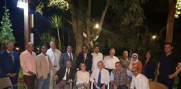 أعضاء الجمعية المصرية للكاريكاتير مع نائب السفير البلجيكي وزوجته في منزله