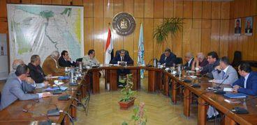 وزير القوى العاملة في اجتماعه مع اتحاد النقابات