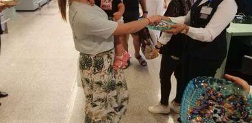 مطار القاهرة الدولي يودع عدد من المسافرين اليوم