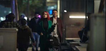 نيللي كريم وآسر ياسين في مشهد من مسلسل بـ100 وش