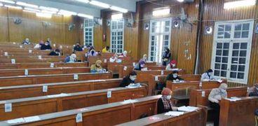 استعدادات لامتحانات الجامعات للفصل الدراسي الثاني