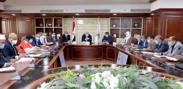 محافظ بني سويفيترأس اجتماع المجلس الإقليمي للسكان