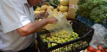 صورة ارشيفية - شراء الليمون