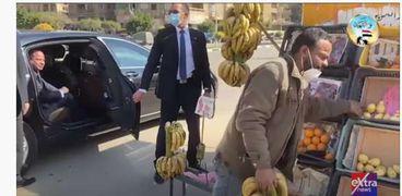 الرئيس عبدالفتاح السيسي وبائع موز