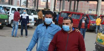 الحكومة تسعي لتوسيع نطاق ارتداء الكمامات لخفض إصابات كورونا