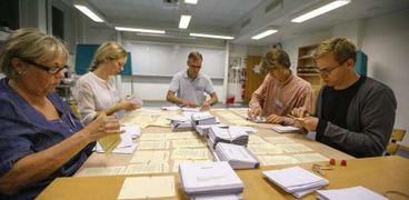 عمليات فرز أصوات الناخبين في آخر انتخابات شهدتها إيطاليا