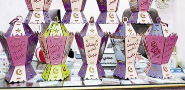 فوانيس تحمل أسماء وصور الفائزين