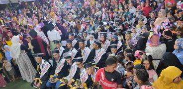وشاح أبيض وزغاريد.. قرية تحتفل بـ50 طالبا من حفظة القرآن بشوارعها في بني سويف
