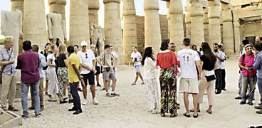"""مصريون وأجانب فى زيارة لآثار الأقصر """"صورة أرشيفية"""""""