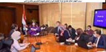 وزيرة الهجرة خلال اجتماع غرفة عمليات الوزارة بشأن تصويت المصريين بالخارج أمس