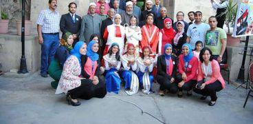 الشباب المسلم والقبطي داخل الكنيسة