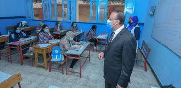 محافظ الإسكندرية في امتحانات الشهادة الإعدادية