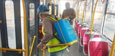 تطهير الترام وأوتوبيسات النقل العام في الإسكندرية لمكافحة كورونا