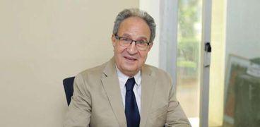 الدكتور محمد حسن العزازى رئيس جامعة مصر