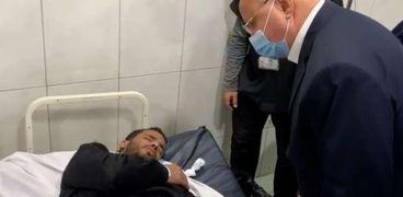 محافظ القاهرة يزور المصابين