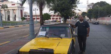 """علي"""" سائق تاكسي يقدم خدمة التوصيلة المجانية للمعاقين وكبار السن: """"يا ريتني عملت الخير ده زمان"""