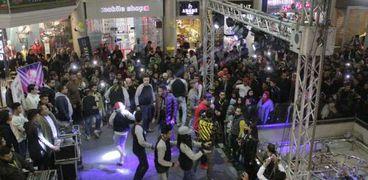 """بالصور  """"المدفعجية"""" تشعل حفل رأس السنة بأحد مولات التجمع"""