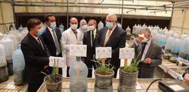 وزير الزراعة يفتتح صوبة أقلمة النخيل بمركز بحوث الصحراء
