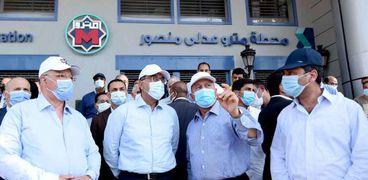 الدكتور مصطفى مدبولي رئيس مجلس الوزراء يتفقد أعمال مشروع القطار الكهربائي