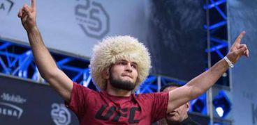 حبيب محمدوف بطل العالم في الفنون القتالية المختلطة
