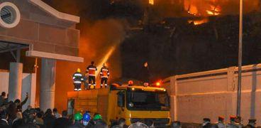 إخماد حريق هائل في ميناء الإسكندرية