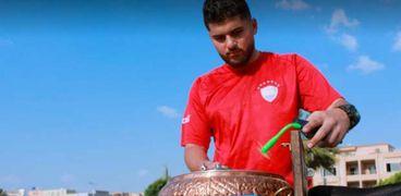 محمود إسماعيل طالب بكلية دار علوم وبائع قهوة