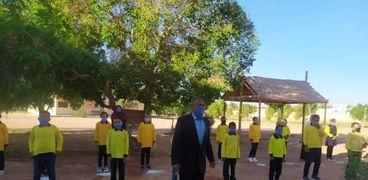 صور.. 464 مدرسة بالوادي الجديد تستقبل طلابها وسط إجراءات كورونا