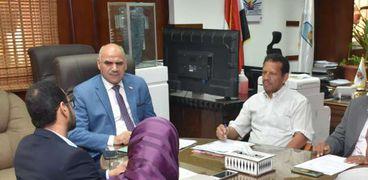 رئيس جامعة الأقصر في الإجتماع