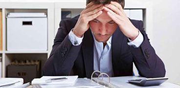 يمكن أن يؤدي التأجيل المتكرر للعمل إلى الضغط النفسي والعصبي.