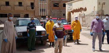 فريق الطب الوقائي يفحص المخالطين لحالة كورونا بدارالسلام بسوهاج