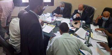 لجنة تلقى أوراق النواب بأسوان