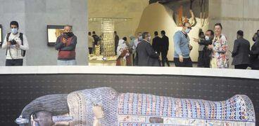مصريون وأجانب حرصوا على التوافد على «المتحف القومى للحضارة» بعد افتتاحه