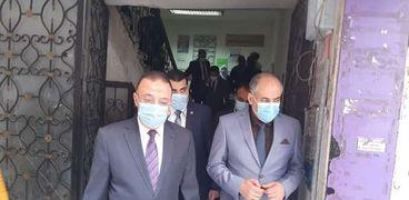 المحافظ مع وكيل وزارة الصحة في الإسكندرية
