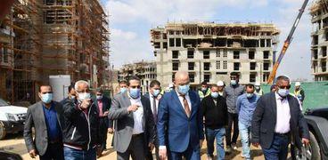 وزير الإسكان يتفقد أعمال تطوير منطقة سور مجرى العيون