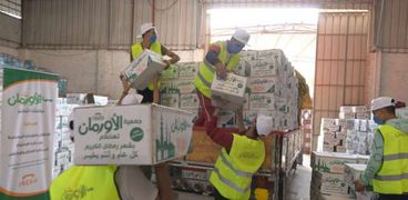 أورمان كفر الشيخ تنتهي من توزيع كراتين الأورمان على الأسر الأولى بالرعاية