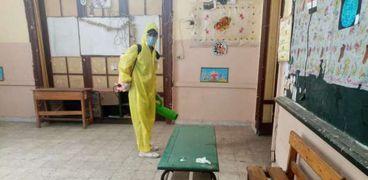 عملية تعقيم أحد المدارس.. صورة أرشيفية