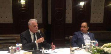 وزير المالية ومحافظ جنوب سيناء خلال اللقاء