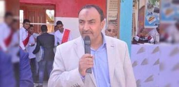 محسن أحمد- مدير إدارة إسنا التعليمية