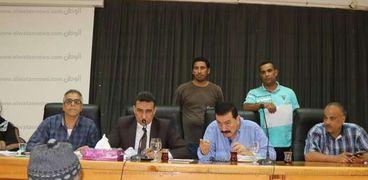 السكرتير العام المساعد بكفر الشيخ خلال لقاء المواطنين