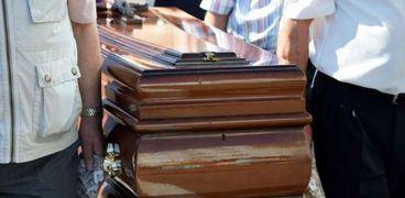 سيدة تنشر بالصحف أسماء 15 مدعو لحضور جنازتها وتمنع عائلتها