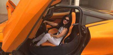 جومانا مراد في سيارتها