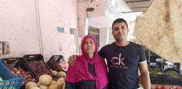 محمد مع والدته